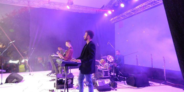 Концерт фолк музике – извођачи Александар Живановић и Немања Топлица, –  Вински трг